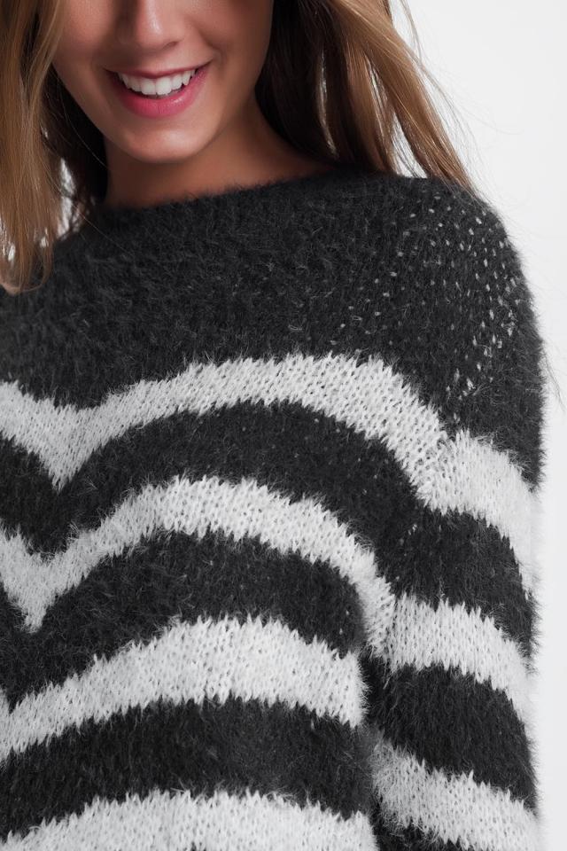 Suéter listrado fofo em cinza
