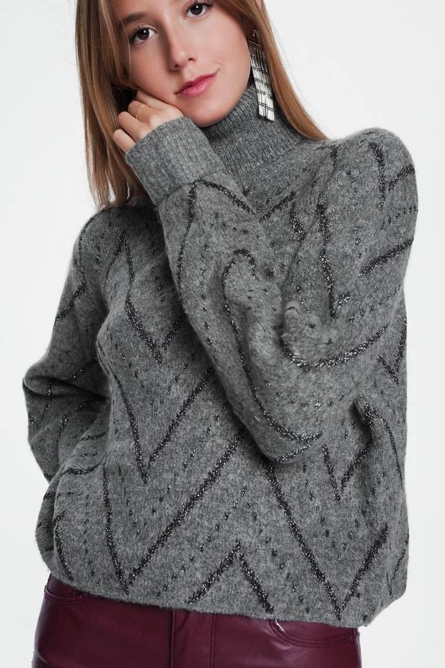 Camisola cinza com gola redonda e mangas compridas
