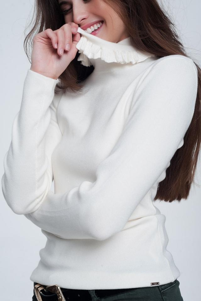 Suéter creme com nervuras com babados no pescoço