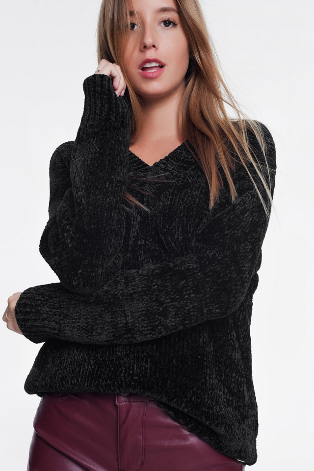 Camisola comprida com mangas compridas e decote em V em preto
