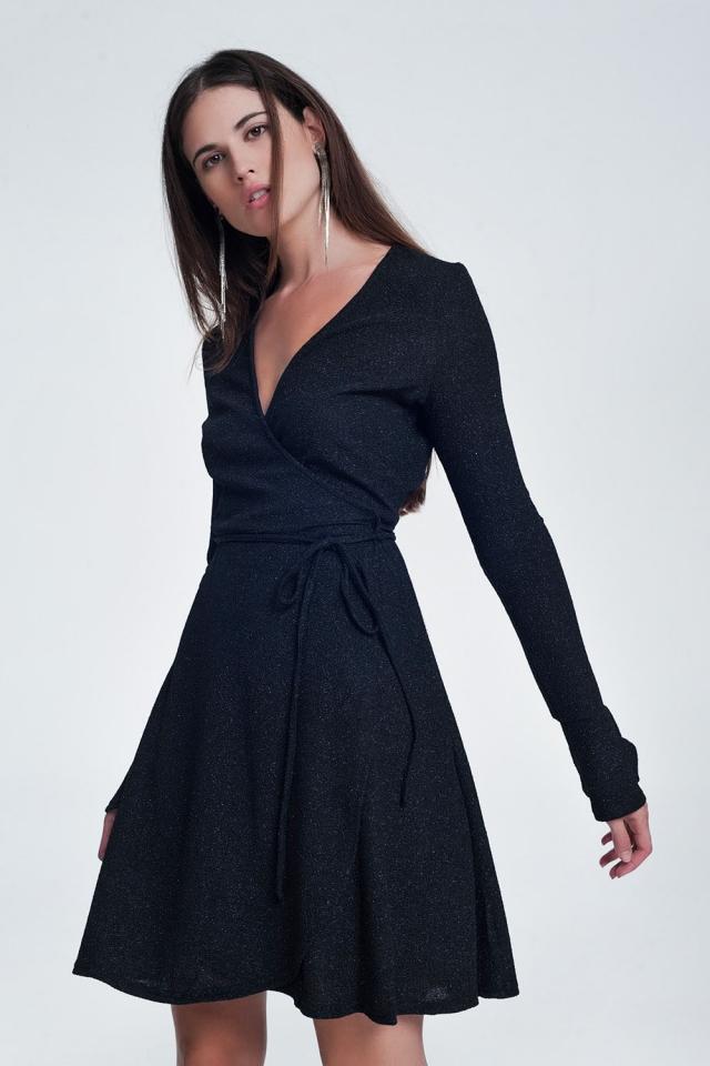 Vestido cruzado com folho e manga em forma de sino em preto