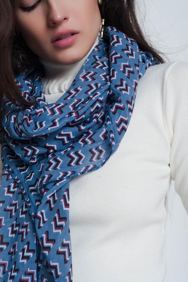 Lenço azul com estampa
