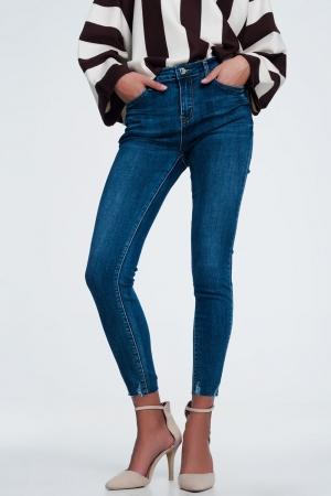 Calças  de ganga skinny de cintura alta com detalhe de bainha inacabada