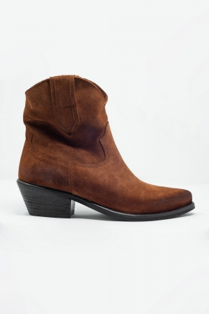 Botas marrons do estilo western