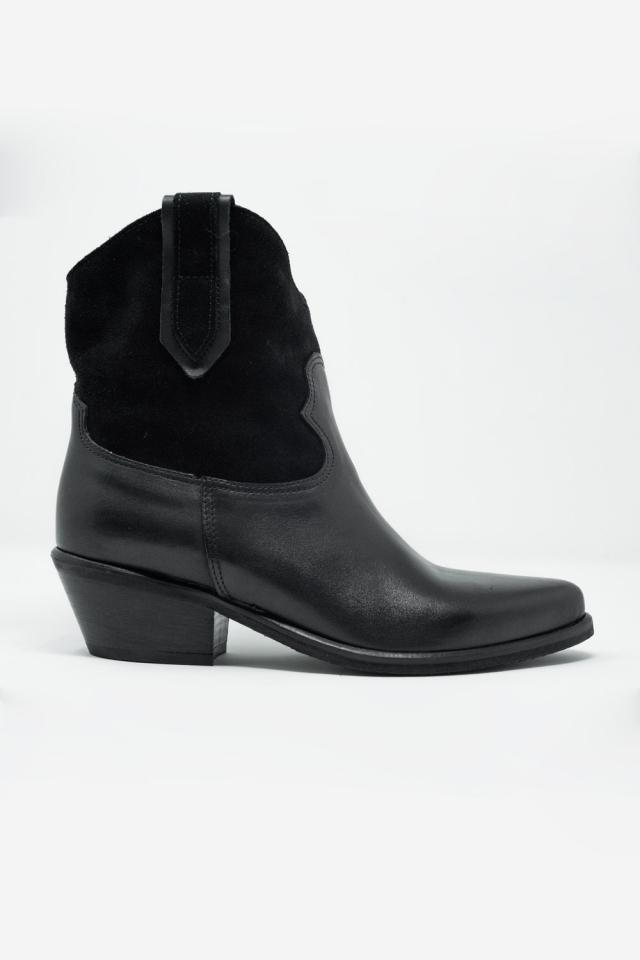 Botas pretas de estilo western com salto médio