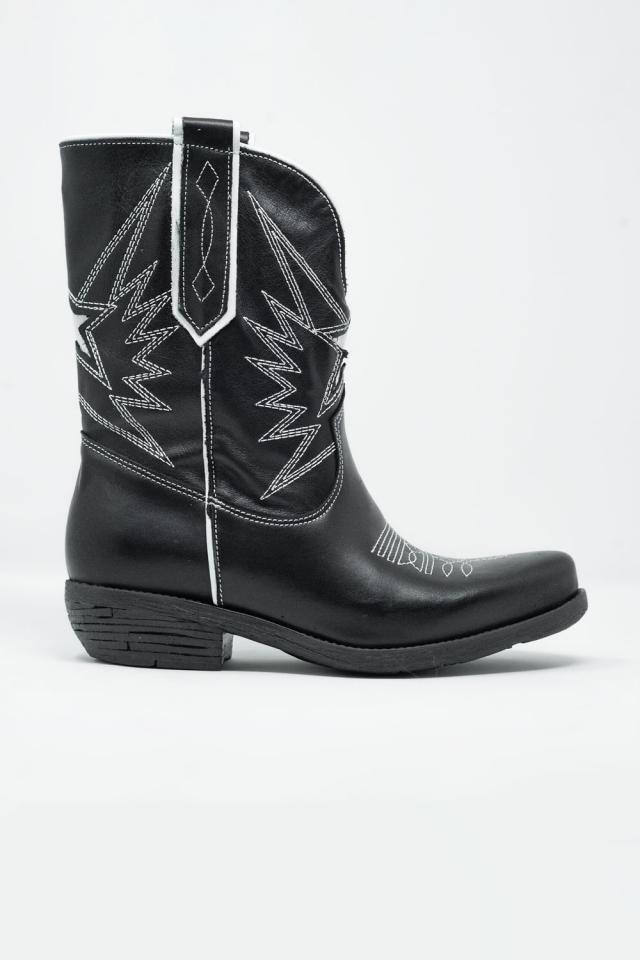 Botins estilo cowboy em couro preto