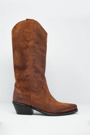 Botas de cano alto marrom