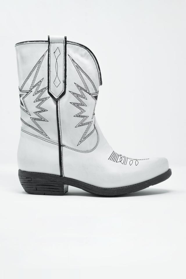Botas de estilo western em couro branco