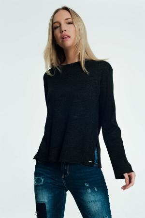 Camisola preta com detalhes em malha e nervuras