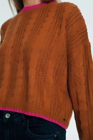 Suéter marrom com listras contrastantes