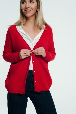 Casaco vermelho com botões de pérola