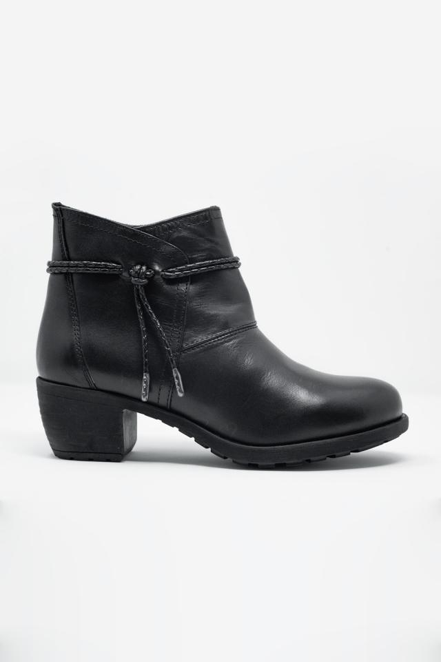 Botins pretos com salto médio e bico redondo