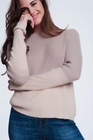 Camisola de cor bege e rosa