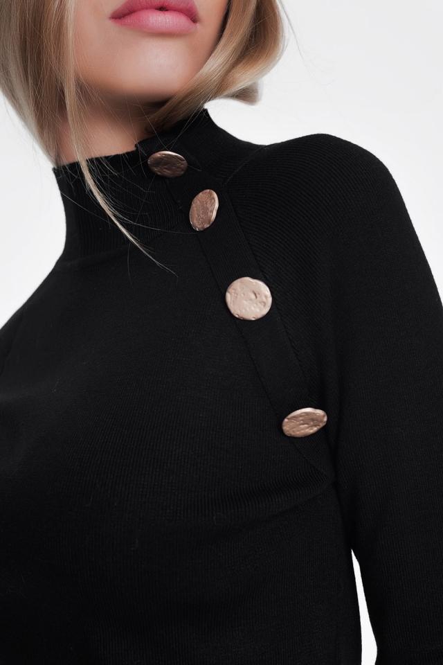 Camisola de gola rulê preto com botões dourados