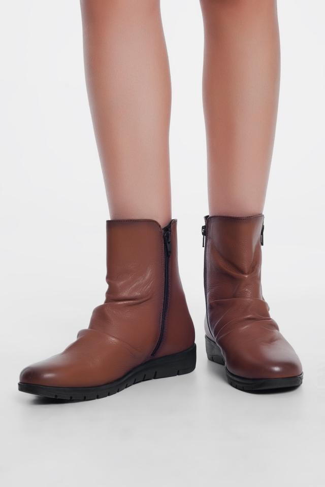 Botas baixas de couro marrom