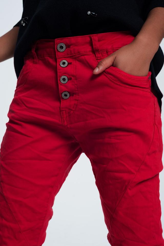 calças de ganga de corte original em vermelho