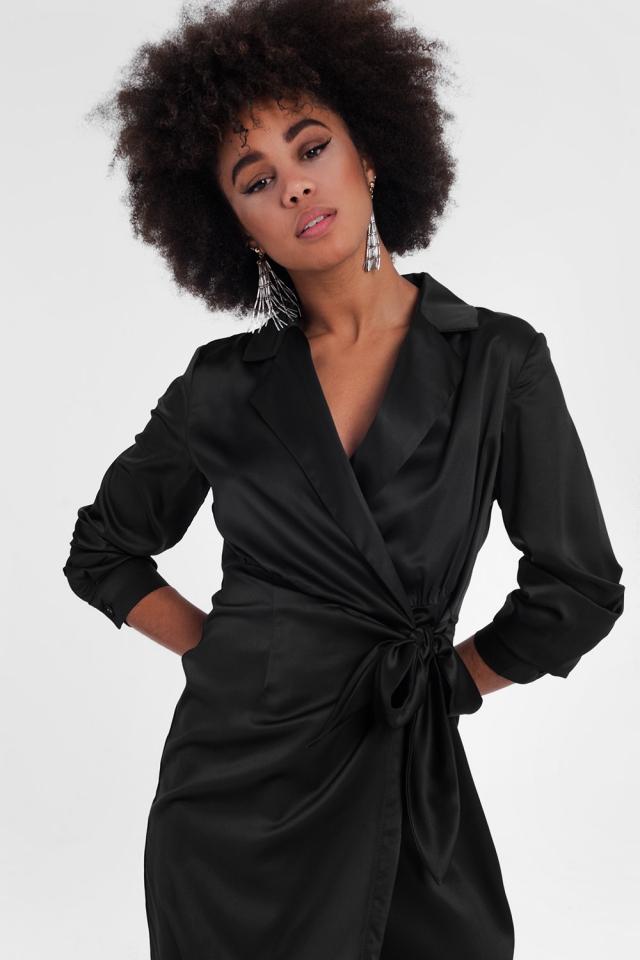 Mini vestido preto com laço e cruz