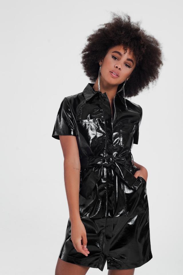 Vestido prático de mangas curtas em couro PU preto