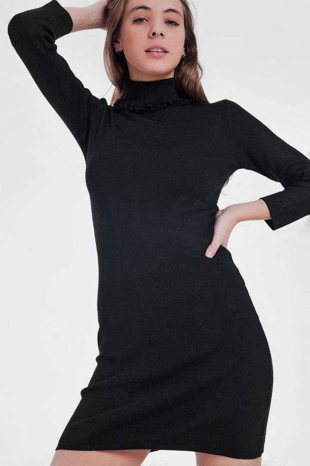 Vestido preto básico com gola alta