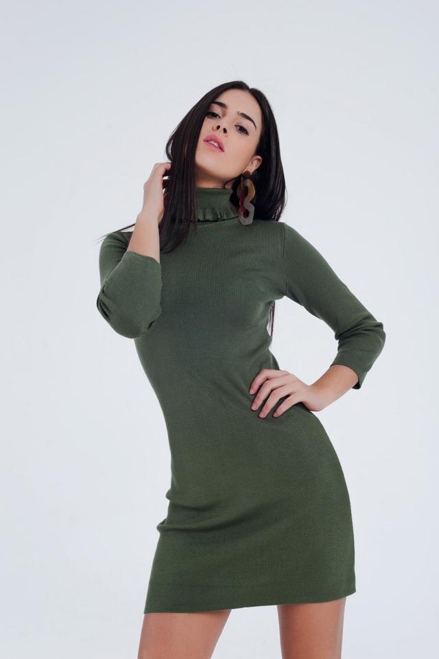 Vestido verde básico com gola alta