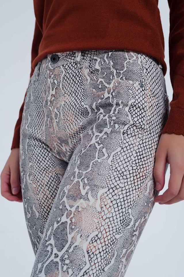 Calças texturizadas de cobra bege
