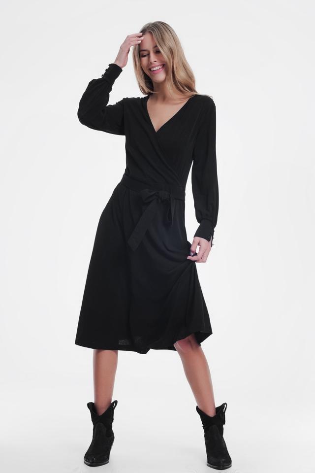 Vestido cruzado midi em preto