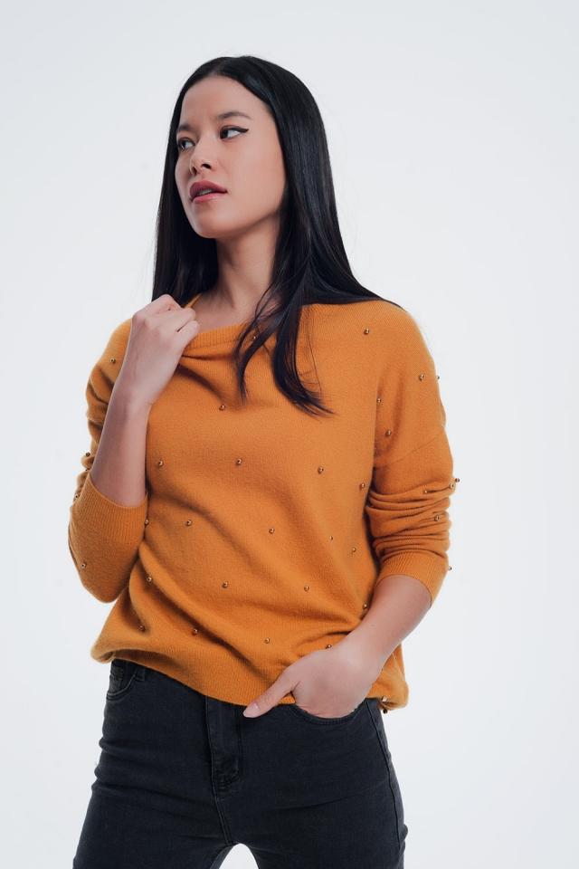 Camisola mostarda com decote redondo e decoração em pérola