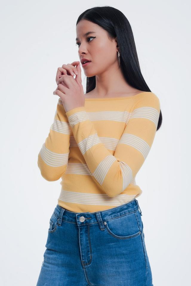 Suéter listrado amarelo com gola de barco