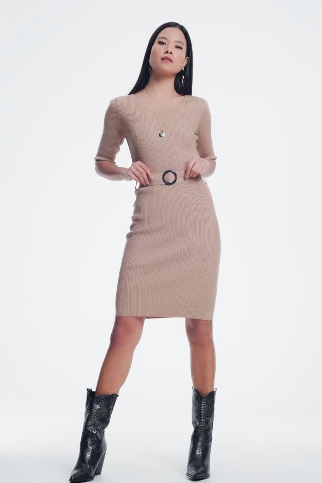 Mini vestido bege com cinto e nervuras