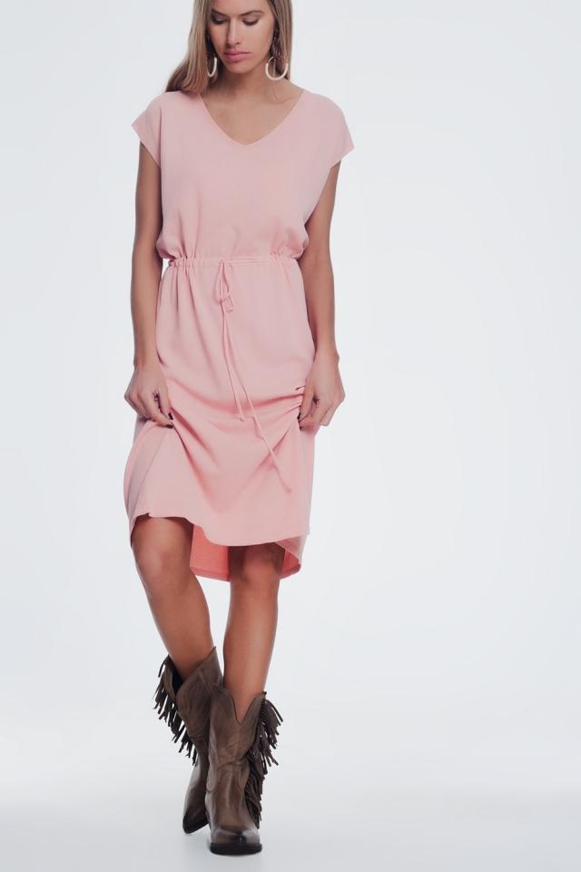 Vestido rosa com mangas curtas e t-shirt de gola alta