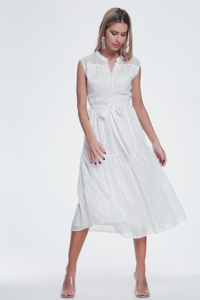Vestido largo e texturizado com botões e saia em camadas creme