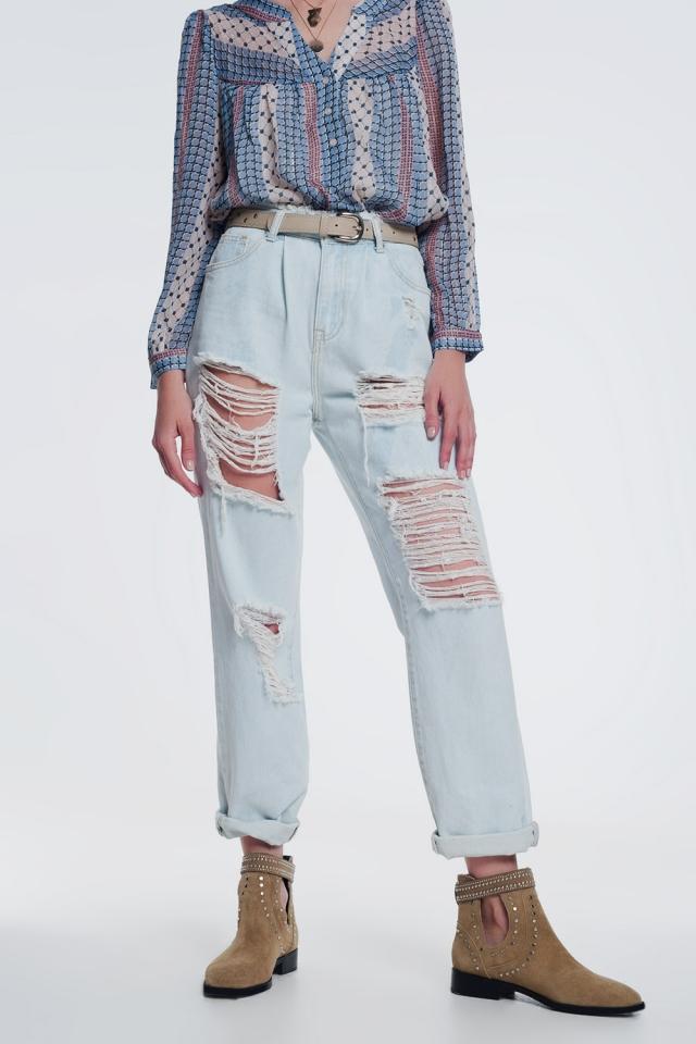 jeans rasgados boyfriend em azul claro