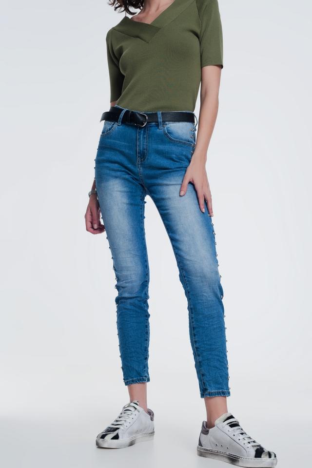 jeans enrugados com pregos