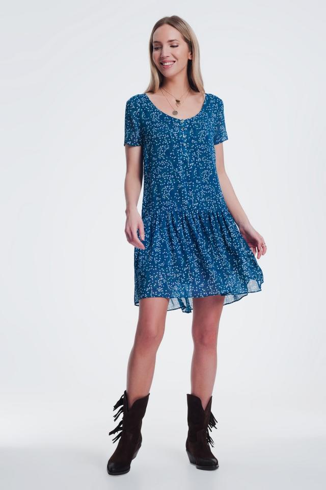 Vestido curto azul curto com bainha peplum e estampado de flores