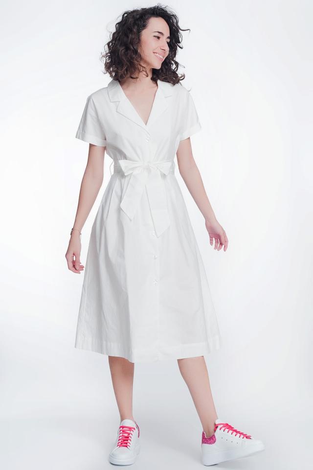 Vestido branco de popeline com cinto e manga curta