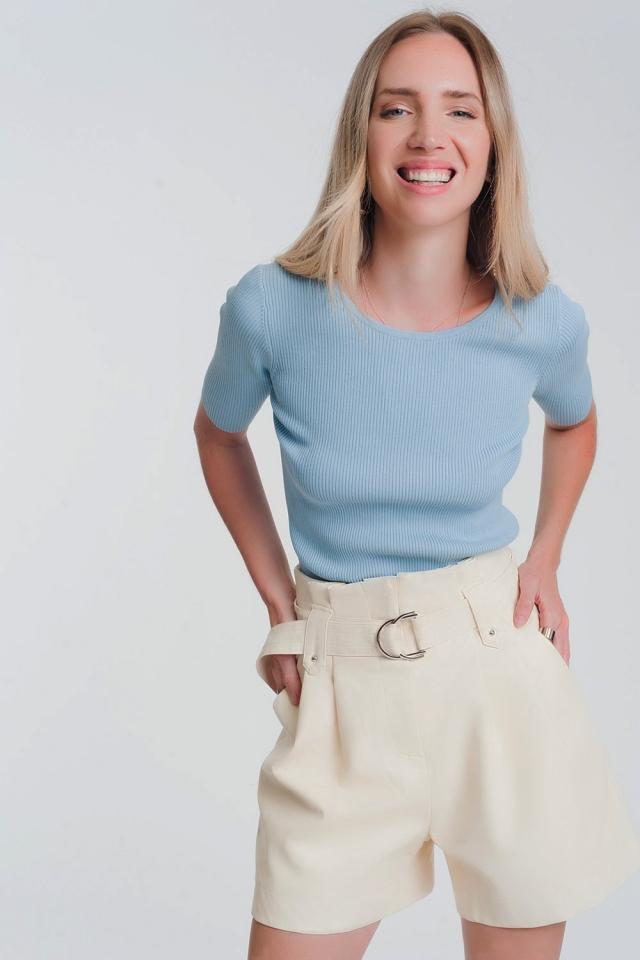 Camisola azul trabalhada com nó nas costas