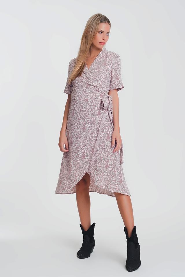 vestido midi cruzado com estampa floral rosa