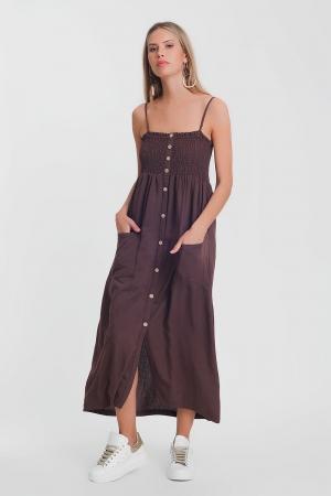 Vestido comprido em marrom com corpete amassado