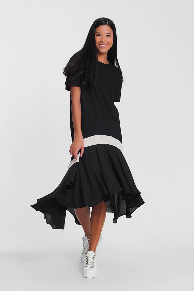 Vestido longo preto com uma faixa branca