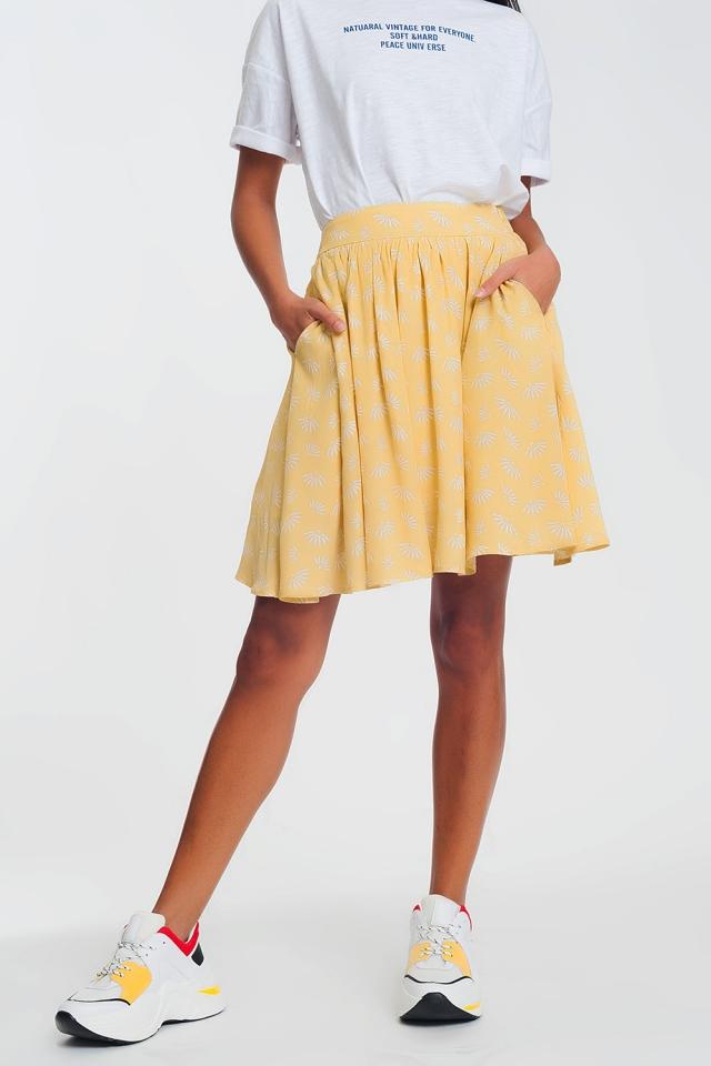 Mini-saia com voo e design floral vintage em amarelo