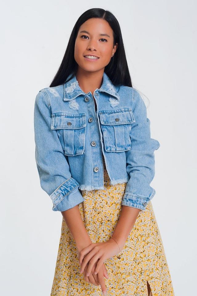 Jaqueta jeans curta com bainha azul clara