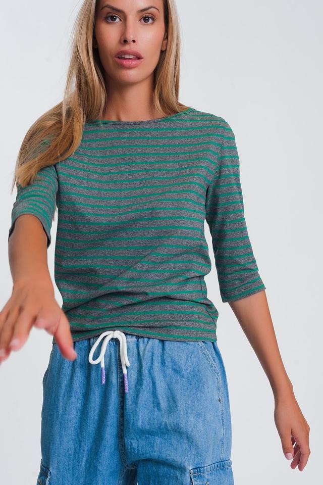 Camisa listrada com mangas 3/4 e gola barco verde