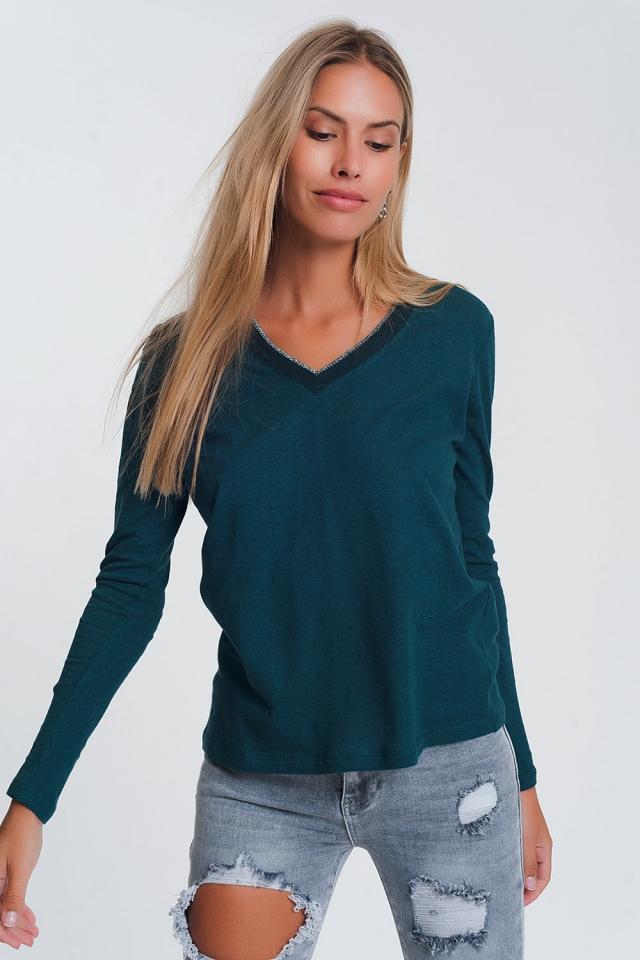 Suéter verde claro com decote em V e brilho