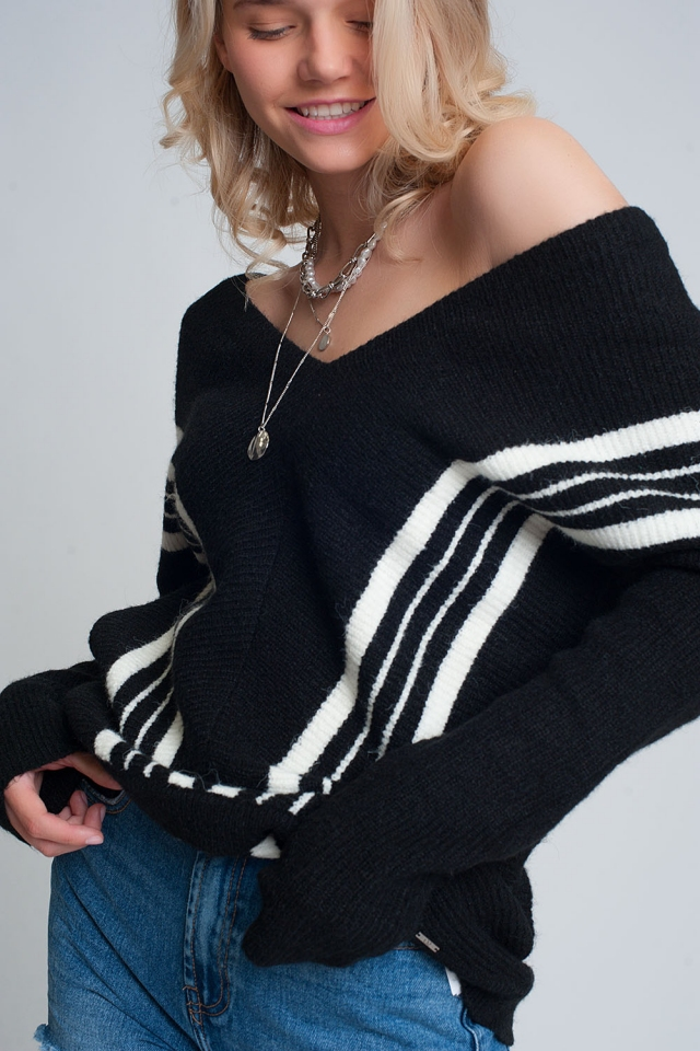 Camisola de pescoço em V com risca de contraste em preto