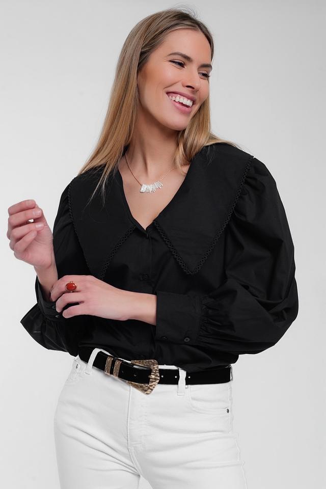 Camisa preta com colarinho extra grande