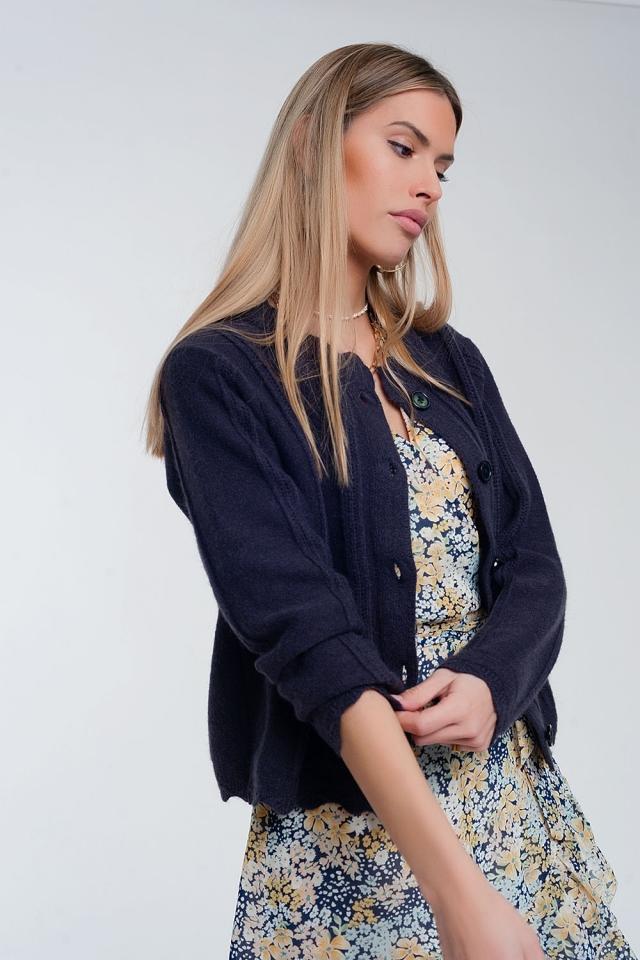 Cardigan curto estilo dos anos 90 com botões na frente  azul marinho