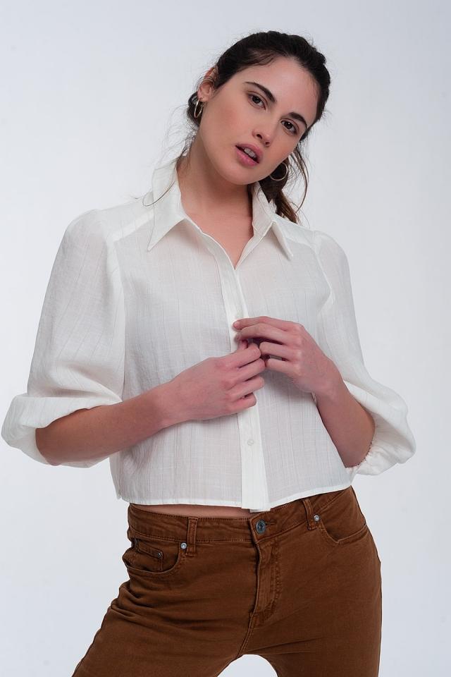 Camisa curta em branco com mangas insufláveis
