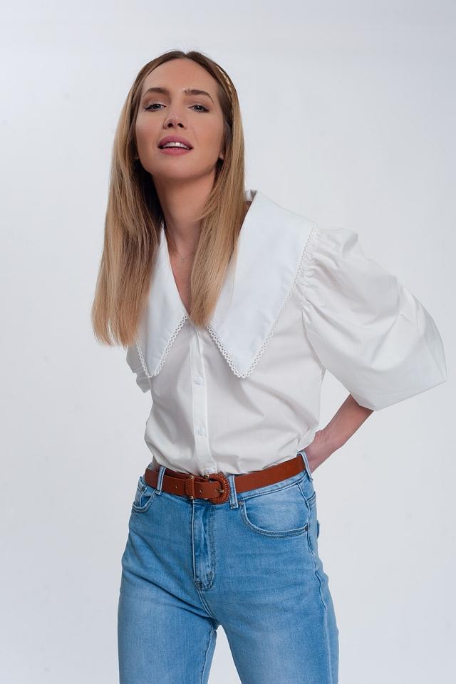 Camisa branco com colarinho extra grande