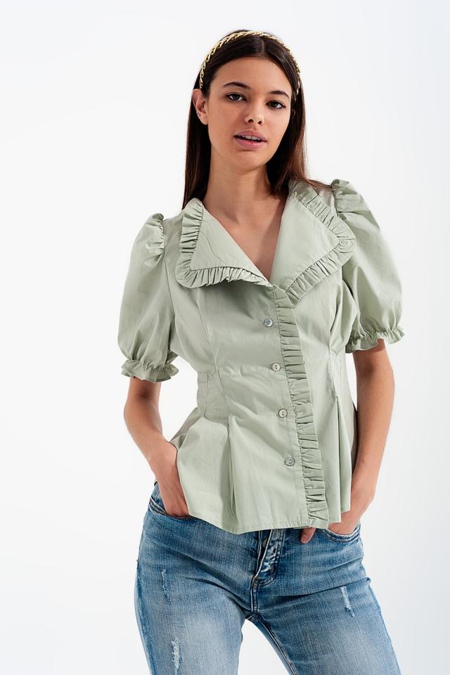 Blusa verde com detalhe de rufos e desenho cruzado de popelina