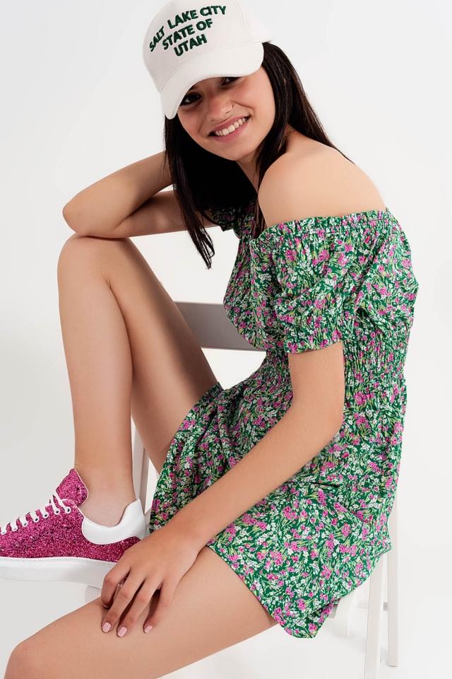 Mini vestido com detalhe plissado em estampado floral verde